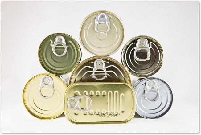 色々な形をした缶詰を上から見た様子